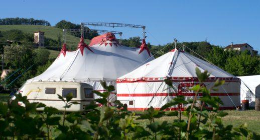 Le Jolly Roger à Vabres L'abbaye – C'est Quoi ce Cirque ? Poly Sons